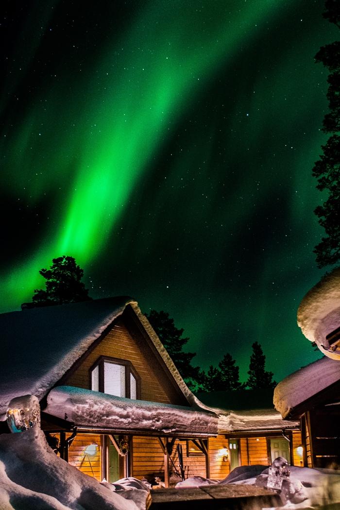 paysage de reve arctique polaire cercle destination hiver suede aurores boreales ciel vert etoiles nuit