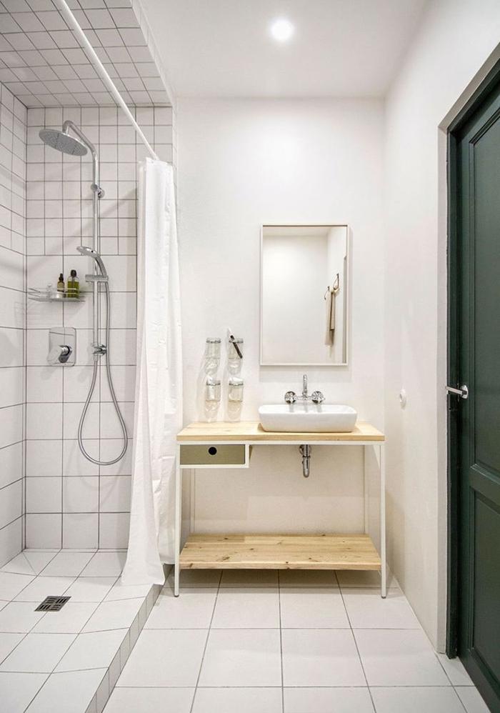 petite salle d eau décoration blanche peinture carrelage blanc robinet inox douche pluie spot med porte vert foncé