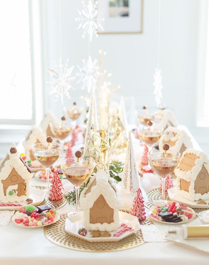 petites maisons en pain d épices luxueuses servis dans des assiettes table festive et)idee menu noel