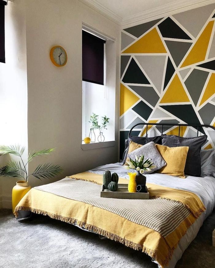 plateau bois cactus vase fleurs idée peinture chambre adulte plantes vertes palmiers horloge orange décoration murale avec peinture