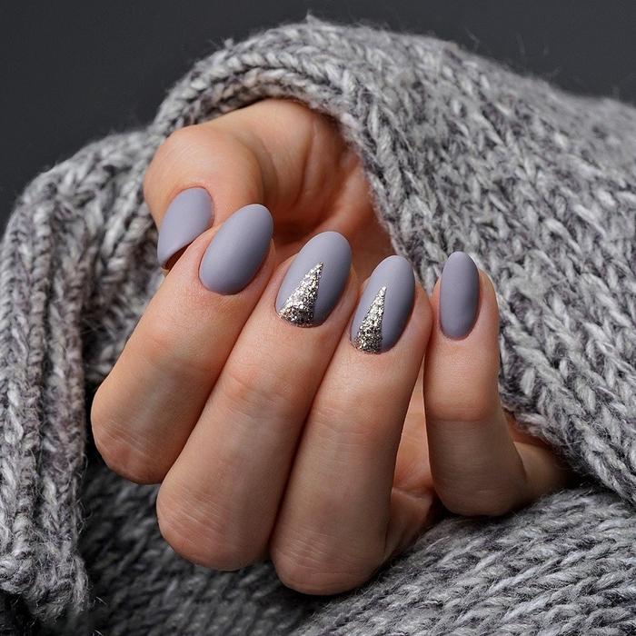 pull over crochet gris deco ongle gel couleur gris vernis finition mate hiver tendance ongles nail art pailleté