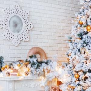 Cheminée de Noël en carton et de nombreuses idées comment décorer votre foyer