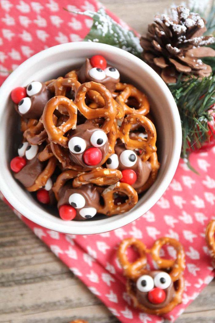 rudolphe le renne au nez rouge idée de bretzels aux bonbons chocolay avec des yeux de sucre et nez bonbon mm