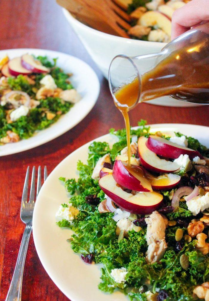salade d hiver saine avec chou pommes et dinde arrosee d un vinaigraitte a la base de sirop d érable