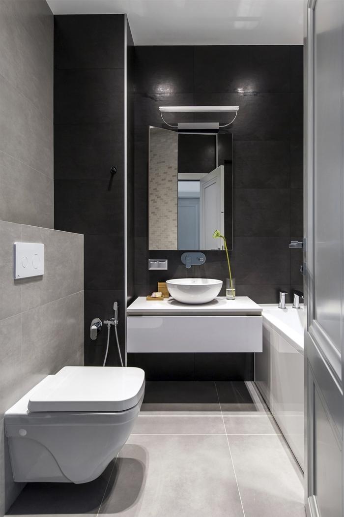 salle de bain moderne petit espace décoration blanc et gris mur carrelage noir miroir évier meuble blanc