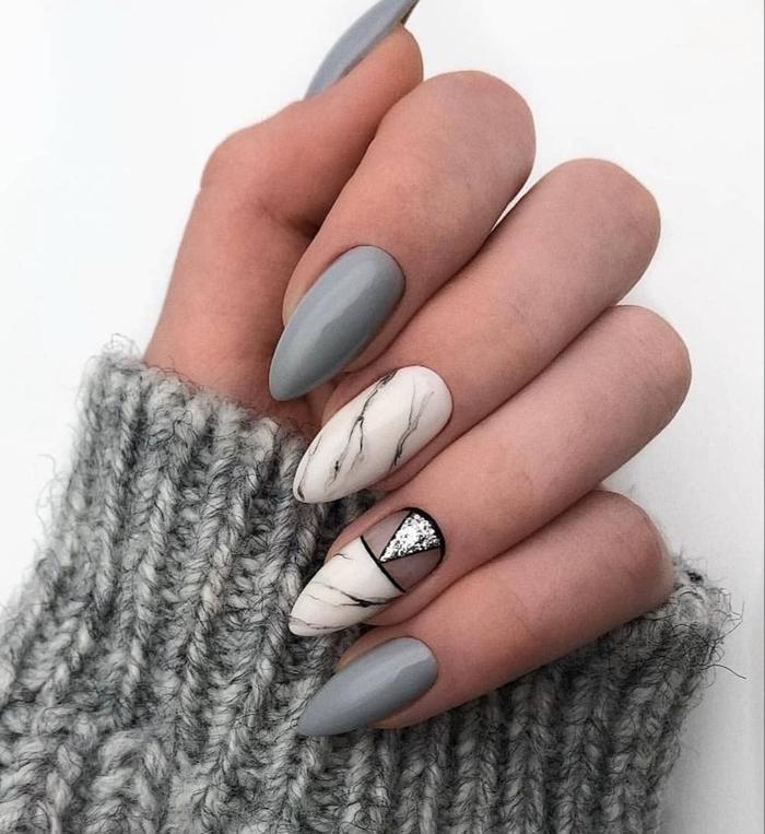 tendance ongles en gel effet marbre blanc et noir motifs géométrique couleur de base gruse glitter argent nail art hiver