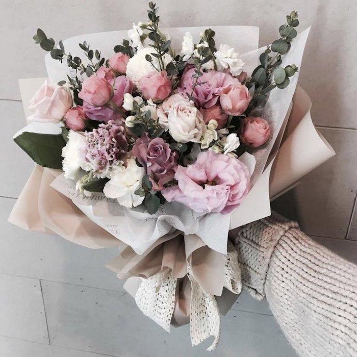 un bouquet des fleurs magnifique cadeau universel pour anniversaire en confinement
