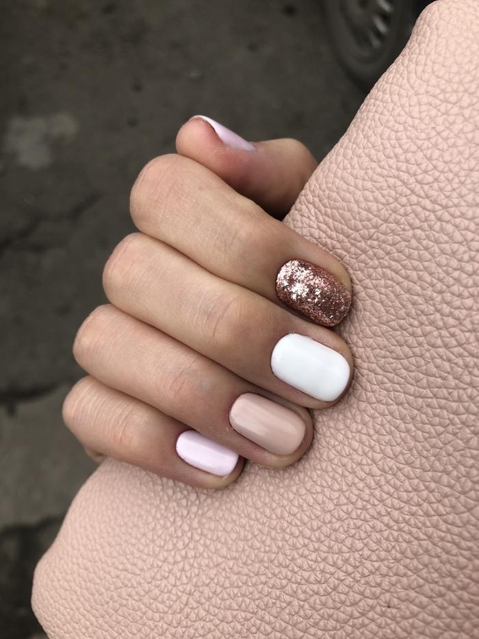 vernis glitter rose gold couleur tendance manucure hiver deco ongles gel base rose pastel ongles blancs