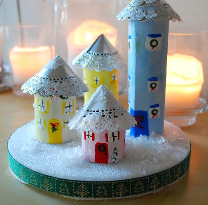 village de noel en rouleaux de papier toilette et des toitures en papier dentelle idée deco noel a fabriquer