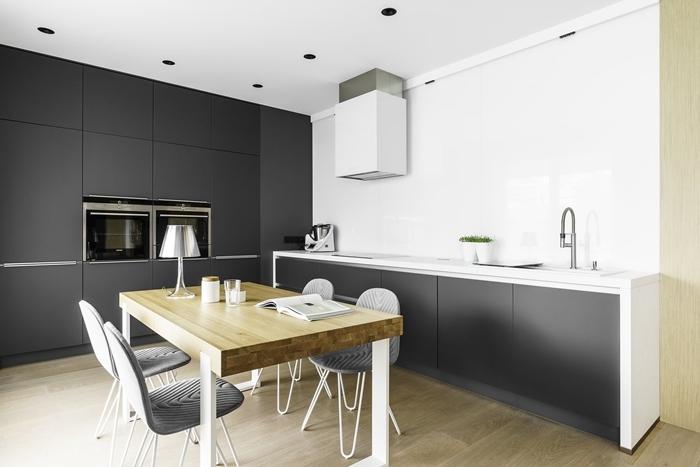 armoires gris anthracite finition mat plan de travail blanc cuisine minimaliste déco cuisine blanc et bois