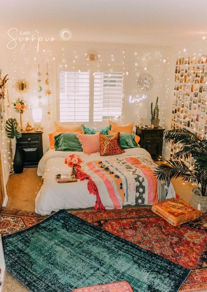 chambre aesthetic style éclectique accents ethniques accessoires mur polaroids plaid franges multicolore