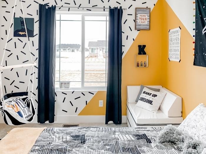 chambre efnant banquette fenêtre peinture à effet comment décorer sa chambre mur jaune moutarde triangulaire
