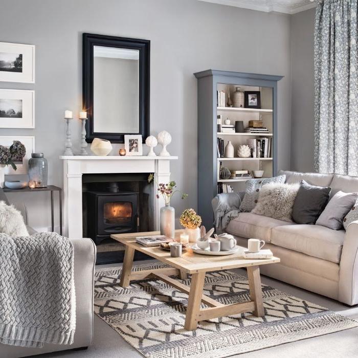 cheminée noir et blanc tapis gris et blanc canapé gris clair plaid grosses mailles table basse bois décoré d objets cocooning