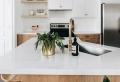 La cuisine minimaliste : 10 astuces clés pour réussir sa déco