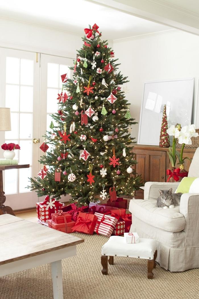 décoration salon thème noel rouge et blanc meubles bois fauteuil blanc les plus beaux sapins de noel décorés