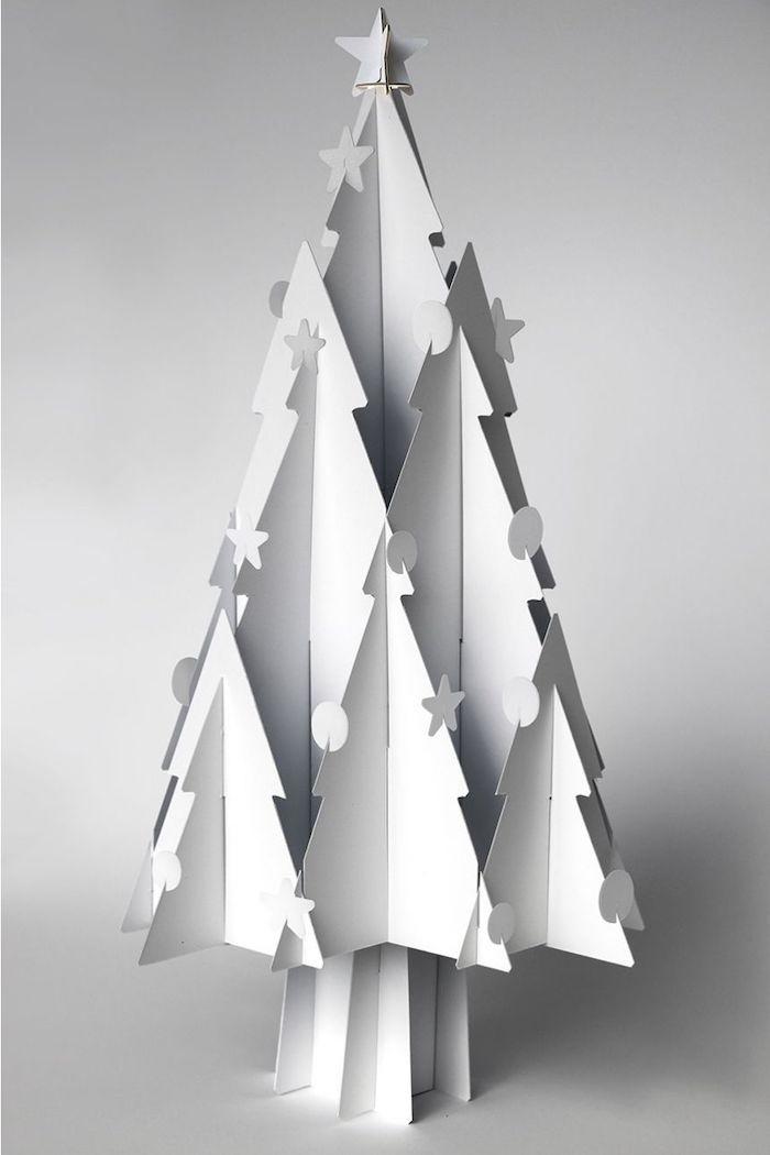 deco de noel fait main un sapin fabrique en papier en forme asymetrique et originale