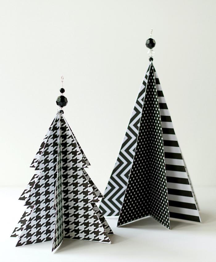 deux idees pour fabriquer un sapin decoratif en papier avec des empreints atypiques en noir et blanc