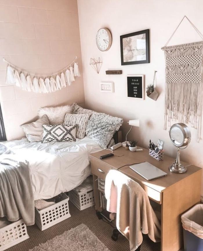 diy déco chambre guirlande tassels diy panier rangement sous lit coussins barbère motifs bureau bois