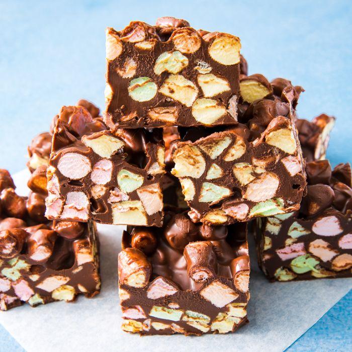 exemple de petit gateau de noel aux marshmallows et beurre de cacahuete dessert original facile sans cuisson