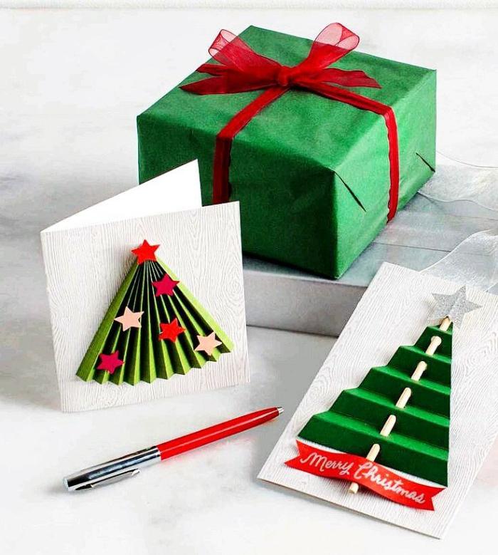 fabriquer sapin de noel papier pour carte de noel fait main de papier et baton appliqués sur papier blanc