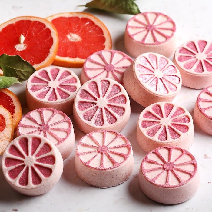 fabriquer une boule de bain en forme de tranche de pamplemousse rose