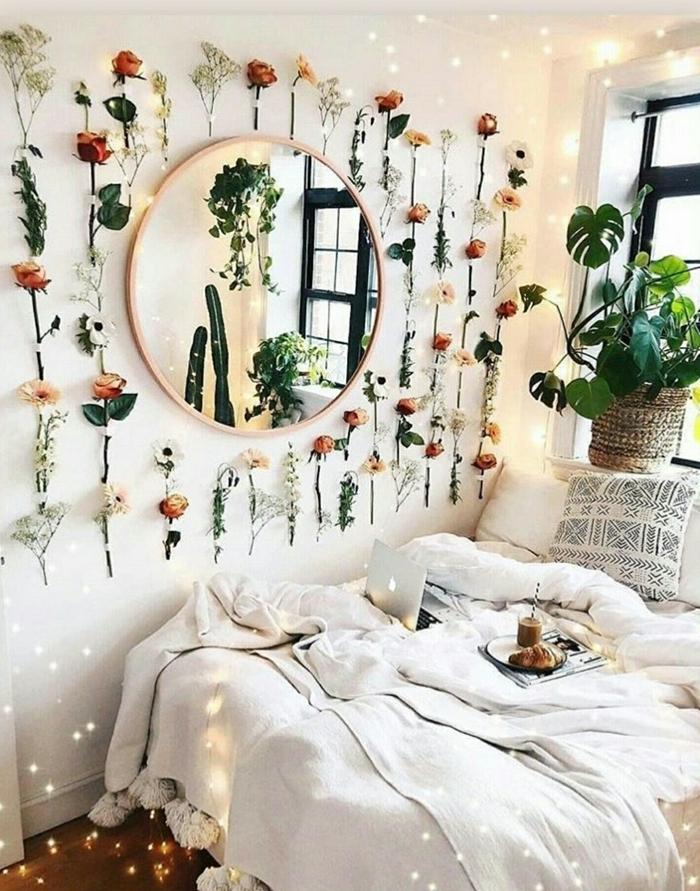fleurs guirlande diy chambre 9m2 décoration style boho chic chambre fille petit espace couverture de lit pompons