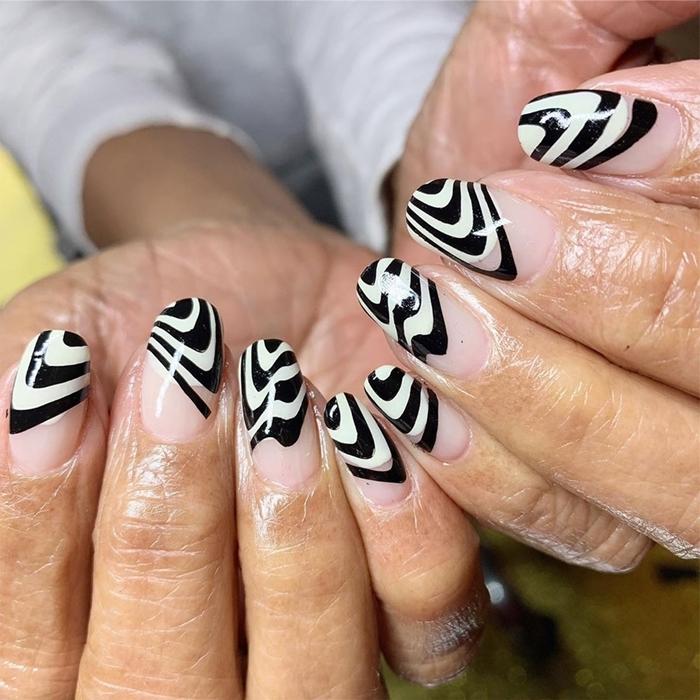 french manucure noir et blanc manucure ongles en gel longs motifs grapiques couleur de base nude