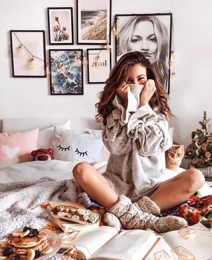 gros pull tunique gris manches bouffantes tenue d intérieur pour femme chaussette crochet beige déco lit cocooning