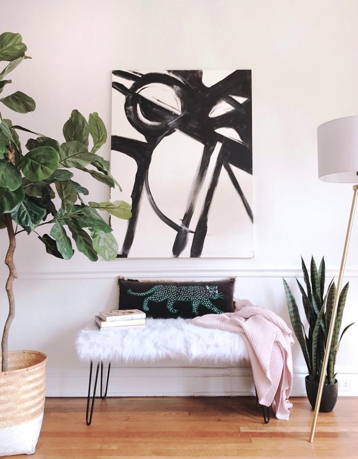 idée chambre ado aménagement coin de lecture cosy banquette pieds métal coussin tigre plaid rose pastel