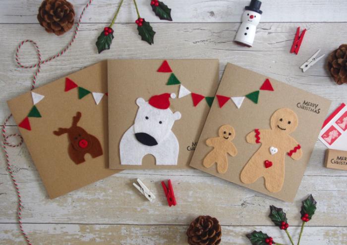 idée de carte de voeux noel dans papier kraft ourson rudolphe le renne au nez rouge et bonhomme en pain d épice en tissu feutrine