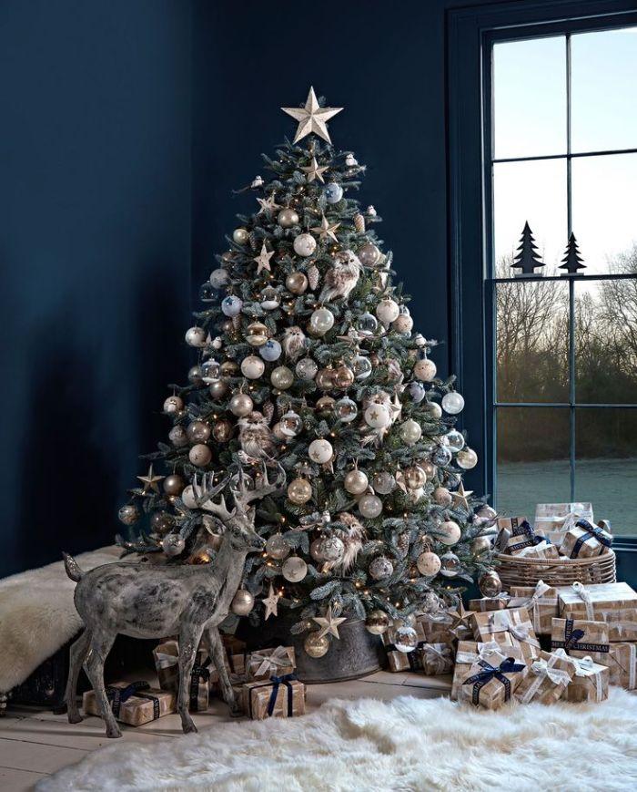idée de decoration sapin noel en boules de noel or blanc et ornements hibou dee decoration sapin de noel nature
