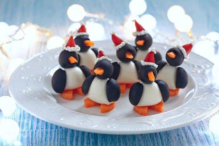 idée pingouins de noel avec oeuf carotte olives et poivron exemple de recette gouter repas noel enfant