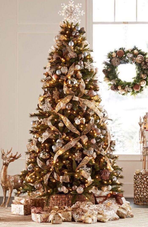 les plus beaux sapins de noel décorés avec ruba or boules d enoel argent or et blanc et guirlande lumineuse top flocon de neige