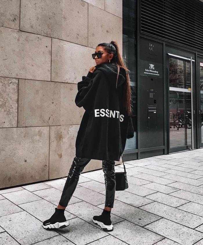 look total noir sweat oversize noir femme capuche marque de streetwear pantalon cuir noir