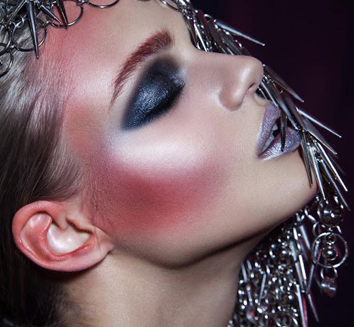 maquillage nouvel an avec des fards a paupieres blush et rouge a levres metalliques tendance unique