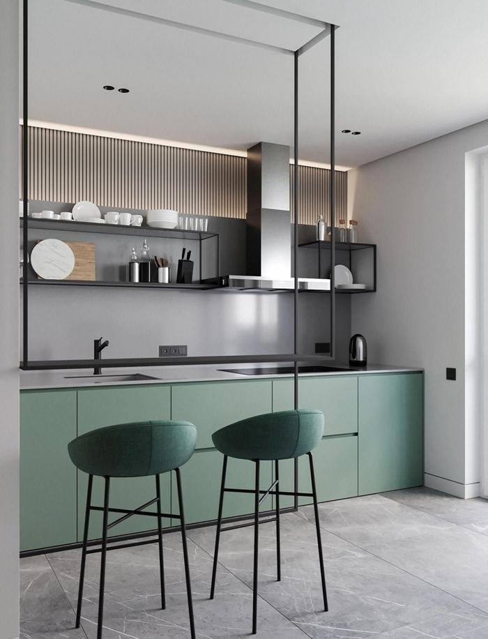 meubles bas vert pastel finition mate cuisine de luxe crédence grise rangement ouvert étagère métal noirci