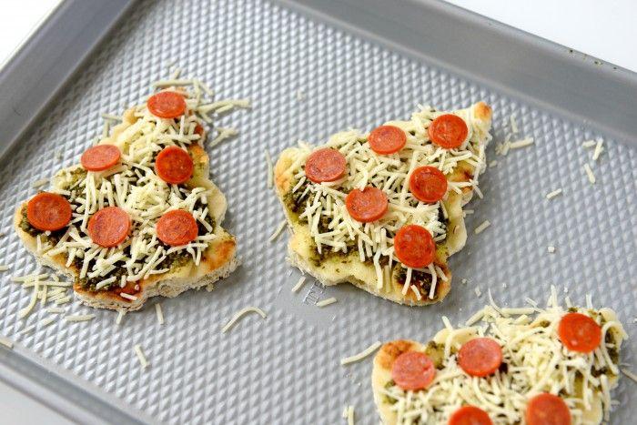 mini pizza au pesto fromage et saucisse idée d apéro de noel recette gouter salée recettes salées de noel