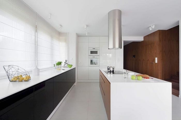 modele de cuisine moderne style minimaliste plan de travail blanc meubles bas noir effet verre