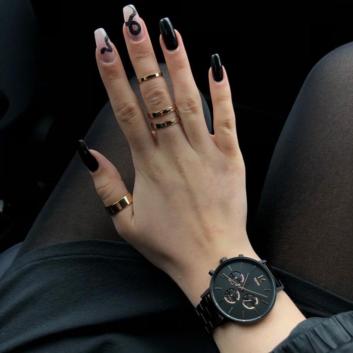 montre noir mat femme bijoux tendance ongle noir et blanc dessin facile serpent vernis noir ongles longs