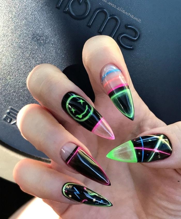 ongle multicolore dessin motifs géométriques vernis couleurs néon ongles longs tendance hiver 2020
