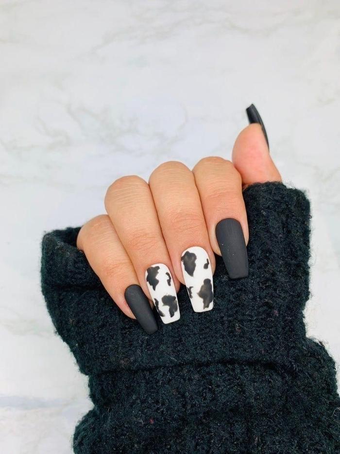ongle noir et blanc pull over femme couleur foncée manucure tendance 2020 ongles longs finition mate