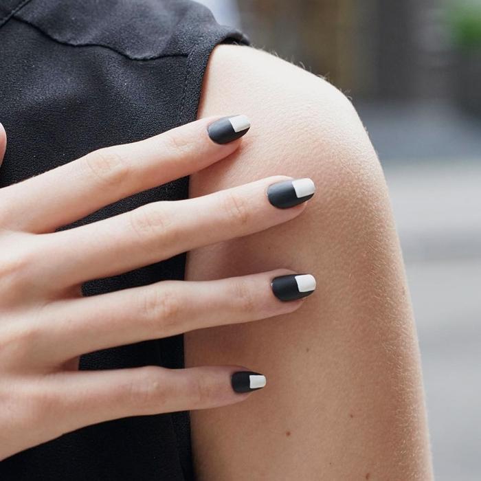 ongle noir et blanc tendance manucure 2020 ongles longs couleur de base foncée noire dessin blanc