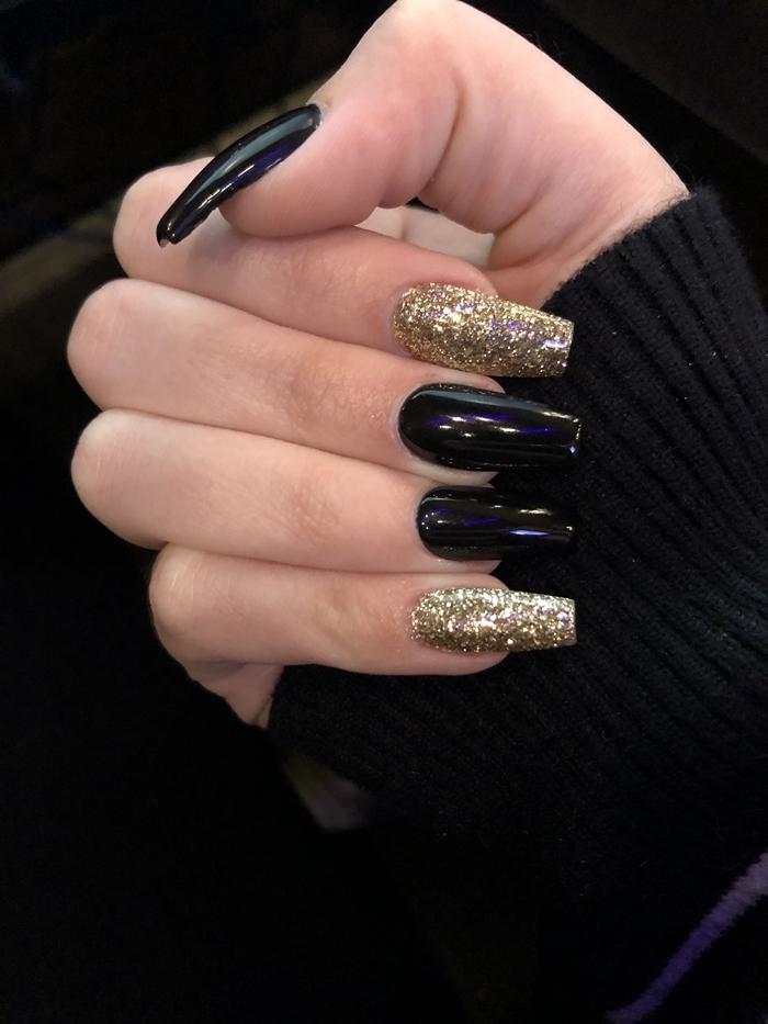 ongle noir et or manucure fête noel facile à faire maison technique ongles en gel longs vernis doré
