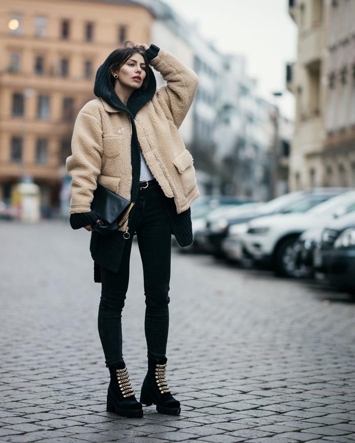 pantalon noir ceinture veste beige moelleux oversize vêtements à la mode capuche blouse blanche