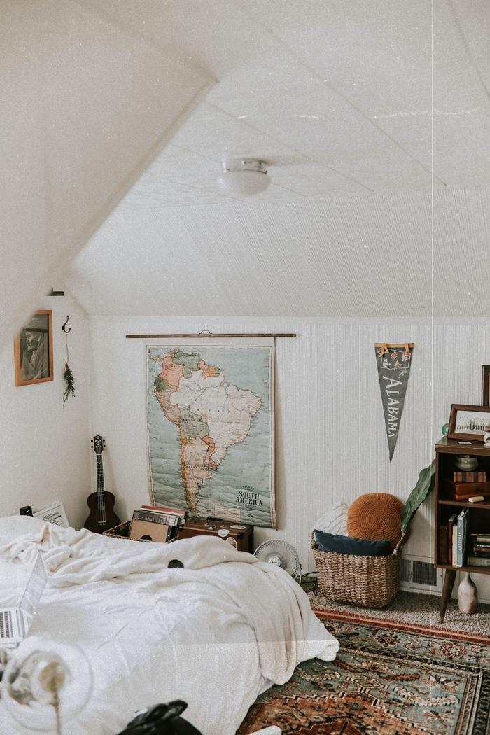 peinture blanche chambre ado fille cocooning aménagement chambre sous combles style boho chic panier tressé