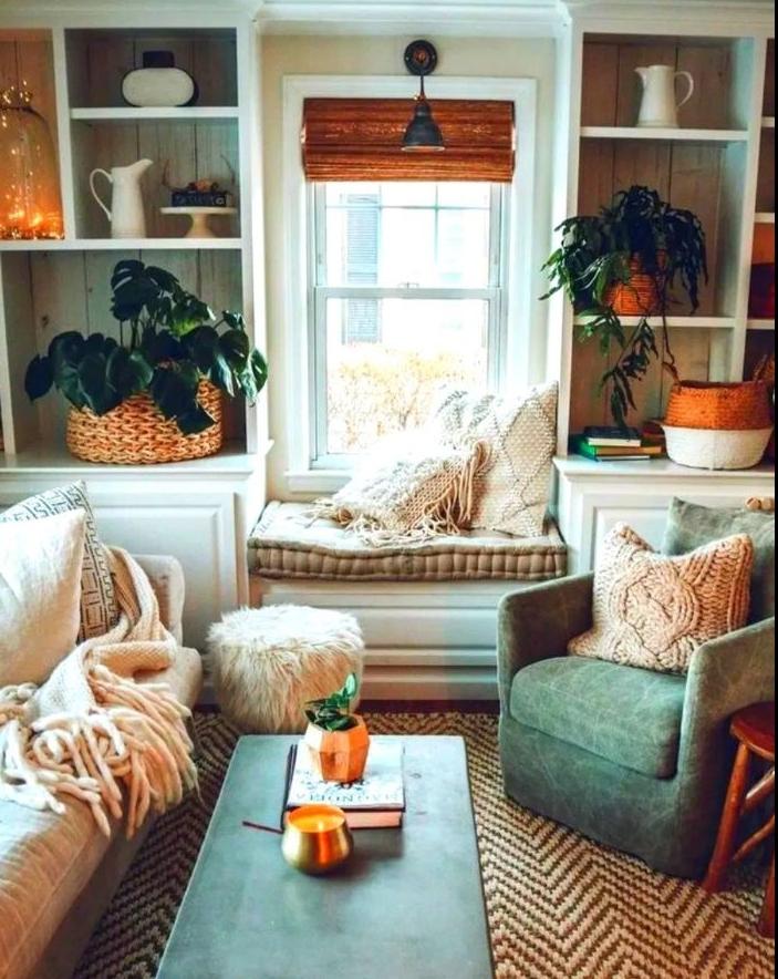 plantes vertes dans paniers deco guirlande lumineuse interieur ambiance cosy avec canapé scandinave et coin lecture cocooning coté fenetre