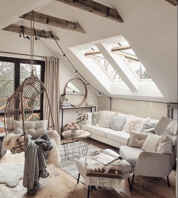 poutre apparentes dans salon cocooning chic sous comble mobiliet ris et blanc table scandinave balancoire interieur cosy