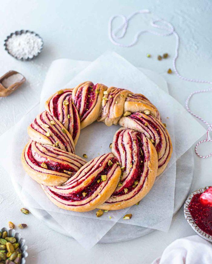 recette brioche de noel aux framboises et pistaches idée de gateau de noel facile a faire pour petit dejeuner ou gouter