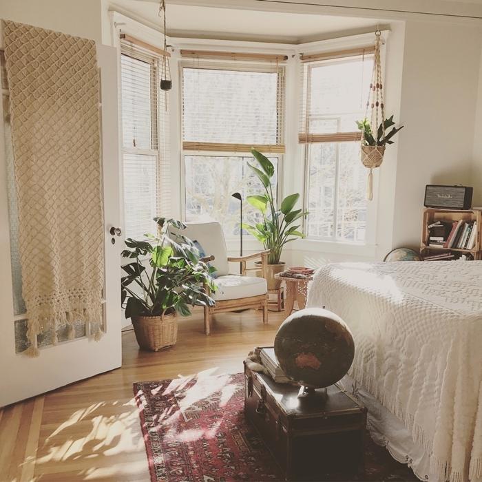 rideau macramé tassels parquet bois tapis ethnique motifs inspiration chambre boho chic meubles bois