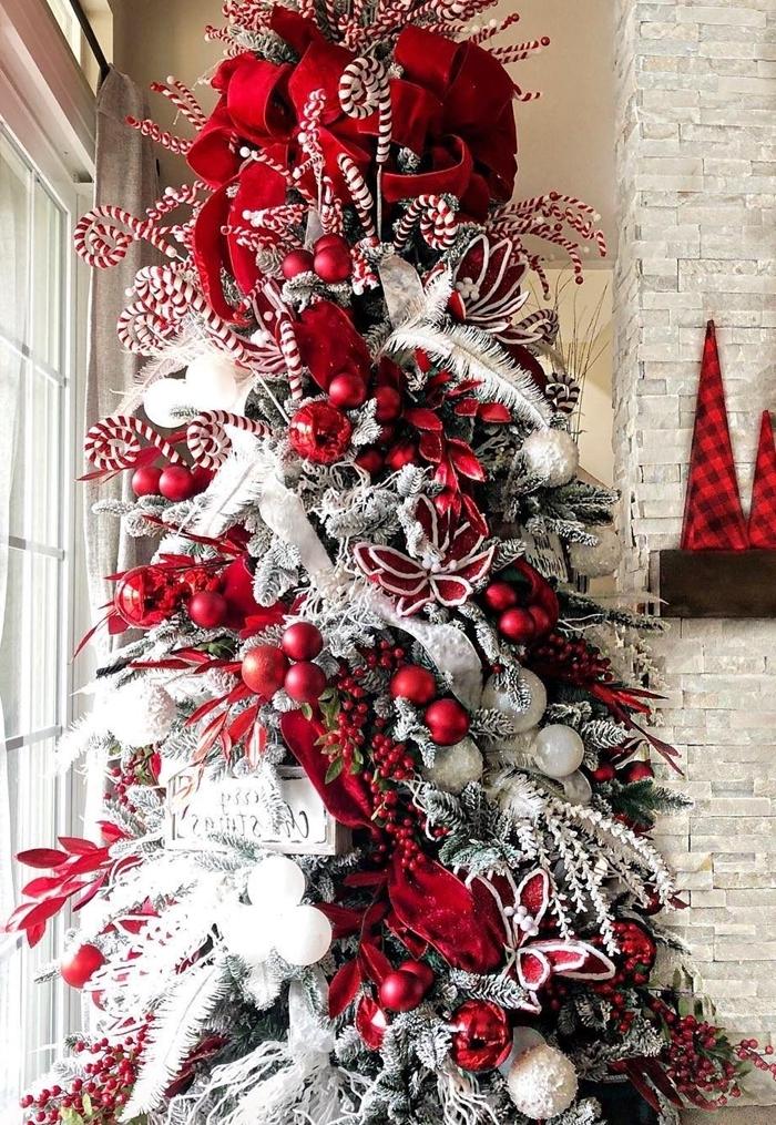 sapin rouge et blanc guirlande branches baies rouges ornements de sapin faux arbre branches enneigées